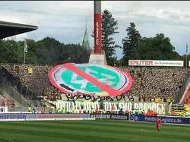Los hinchas del Dynamo de Dresde dejaron claro que no comulgan con la Federación. Twitter/matt_4d