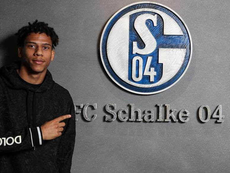 Todibo est prêté 6 mois à Schalke 04 avec option d'achat. FCBarcelona