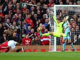 Tom Heaton a sauvé son équipe contre Manchester United. ManUtd