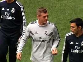 Kroos calentó en la banda ante el Levante pero no saltó al campo. DeportesCuatro