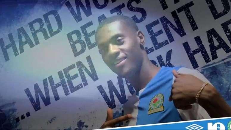 Adarabioyo ya es del Blackburn Rovers. Captura/Twitter/Rovers