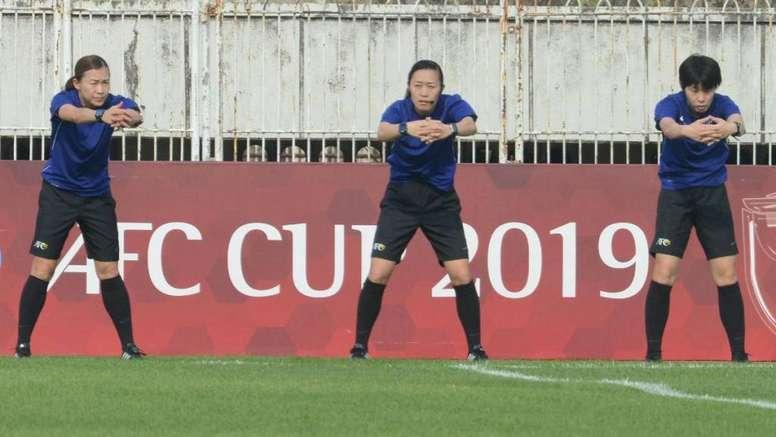 Historia en Asia con el primer trío arbitral femenino. Twitter/AFCup