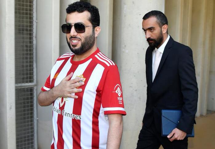 Al Sheikh visitó brevemente a la plantilla del Almería. EFE