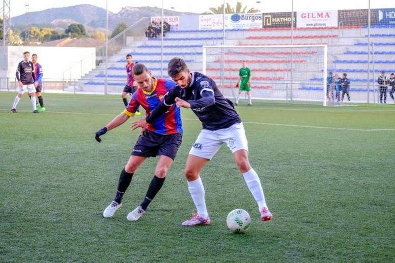 El delantero sella su compromiso por una temporada con el Gernika. GernikaClub