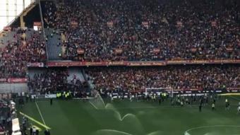 El Lens-Lille, a punto de suspenderse por la entrada de unos ultras. Captura/ArthurPineau