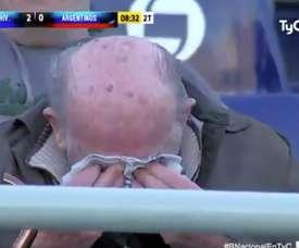 Un aficionado de Rivadavia, llorando tras marcar un gol su equipo. Twitter