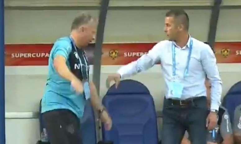 Petrescu no le reprochó nada a su ayudante. Captura/DigiSport1