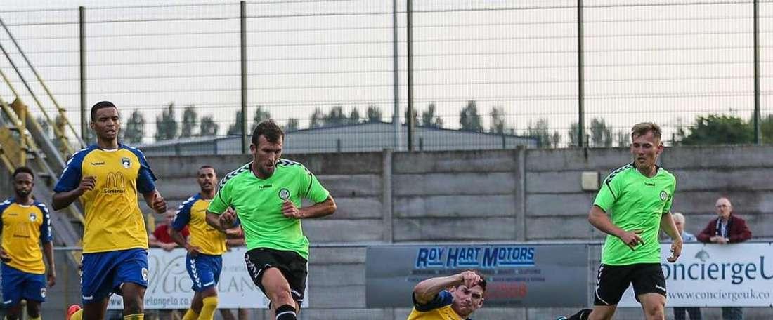 Christian Doidge anotó tres goles, y ni así. Twitter/FGRFC_Official