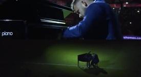 Un pianista deslumbró al sevillismo en el Trofeo Antonio Puerta. Twitter/SevillaFC