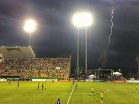 Un rayo cae cerca del estadio donde se jugaba el Tampa Bay-Cincinnati. TampaBay