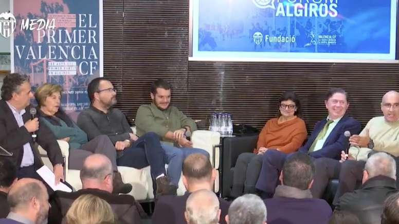 La Asociación de Futbolistas del Valencia rindió un homenaje. Captura/ValenciaTV