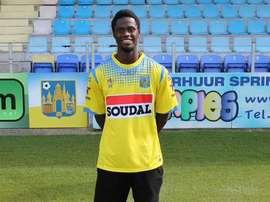 Vajebah Sakor posa con la camiseta del Westerlo. Twitter