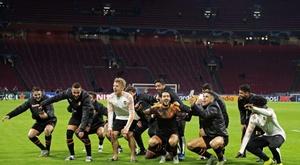 O Valencia conseguiu a classificação após ganhar do Ajax em Amsterdã. EFE/EPA/OLAF KRAAK