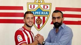 Valentín Vada firmó por cinco temporadas con el Almería. Twitter/U_D_Almeria