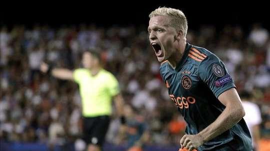 Newcastle are keen on Van de Beek. EFE