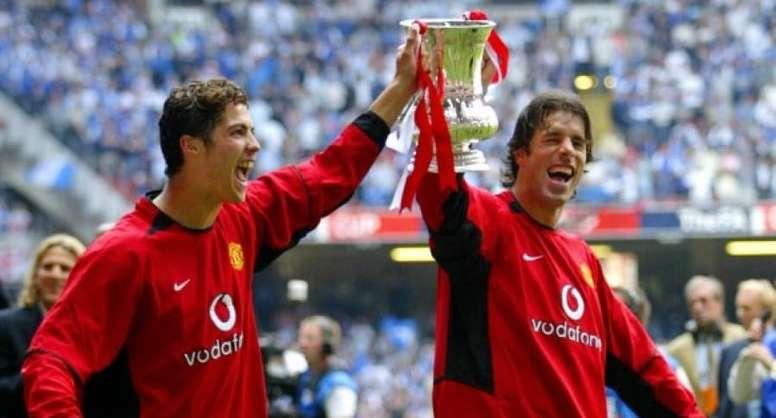 Van Nistelrooy y Cristiano, durante la celebración de un título con el United en 2006. AFP