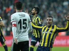 Van Persie se ganó muchos enemigos ante el Besiktas. AFP