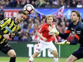 Van Wolfswinkel anota uno de los goles de la final. AFP