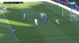 Soria sai mal e Varane coloca o Real na frente. Captura/Movistar LaLiga