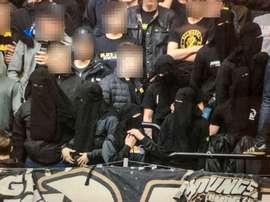 Varios hinchas, con Nicabs, en un partido del AIK Solna. Aftonbladet