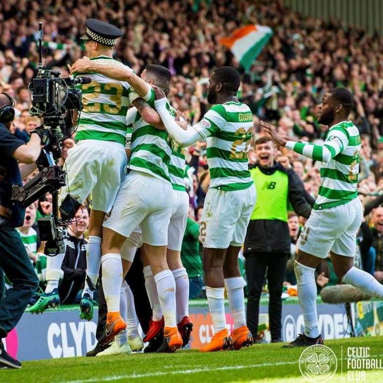 varios-jugadores-del-celtic--con-lustig-y-su-sombrero-de-policia-incluidos--celebran-el-3-0-al-rangers-en-el-partido-del-grupo-2-de-la-lucha-por-el-titulo-en-la-liga-escocesa--twitter-celticfc.jpg?size=776x&q=60