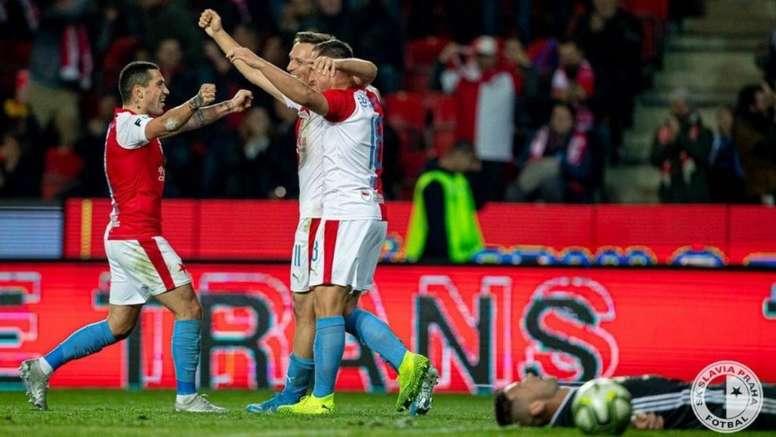El reinicio de la Liga Checa, en duda por los contagios en Karviná. Twitter/SlaviaOfficial