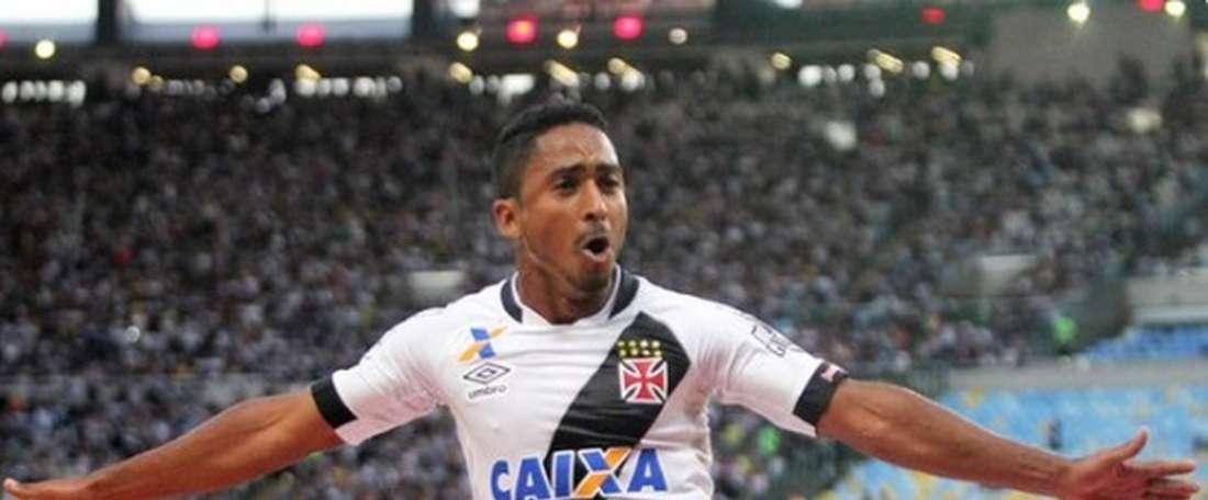 Vasco rompe contrato de atacante. Twitter