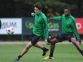 Vergara en un entrenamiento con la primera plantilla del Milan. ACMilan.com