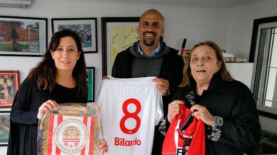Bilardo vistió el '8' en la mítica gesta ante el United. Twitter/EdelpOficial