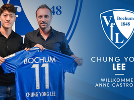 Lee Chung-Yong with VfL's Head of Sport, Sebastian Schindzielorz. Twitter/VFLBochum1848eV