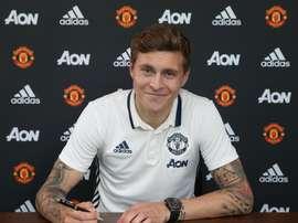 Victor Lindelöf signe officiellement avec Manchester United. ManUtd