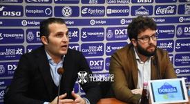 Víctor Moreno (d) pasa revista. Twitter/CDTOficial