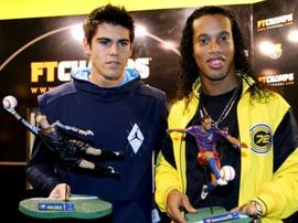 Valdés et Ronaldinho auraient pu partager encore les mêmes couleurs.