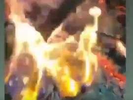 Elle brûle les photos d'Icardi. Instagram / WandaNara