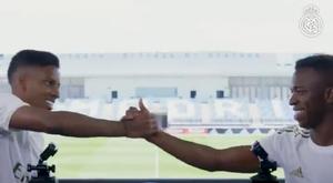 Vinícius e Rodrygo se enfrentam no desafio Quem é Quem. Twitter @Realmadrid