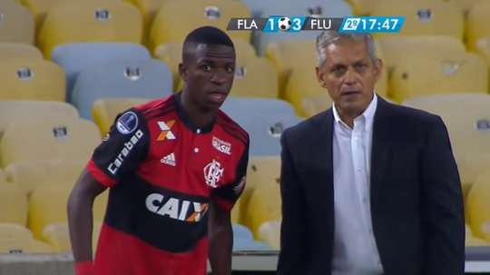 Vinicius comes on as a substitute for Flamengo. Captura