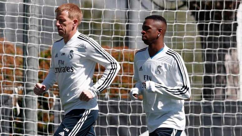 944d3d1f004 Pin Vinicius continues on his road to recovery. RealMadrid