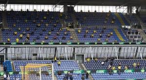 Así se ve una grada con 3.000 aficionados cumpliendo la distancia social. AFP