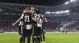 Juventus passeia em campo com gols de Higuaín, Bernadeschi e Cristiano Ronaldo. /@juventusfces
