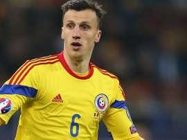 El defensa rumano se lesionó jugando con su selección. AFP/EFE