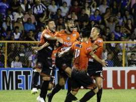 Waldemar Acosta fue el villano de la noche en el Estadio Jorge.  Twitter/cdaguilaoficial