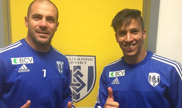 Walter Pandiani y Kevin Méndez, con la camiseta del Lausanne Sport en los vestuarios. LausanneSport