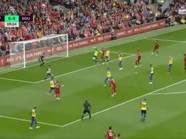 Hoedt a inscris un but à Anfield, mais contre son camp. Capture/beINSPorts