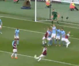 Cresswell halved City's advantage with a free-kick. Captura