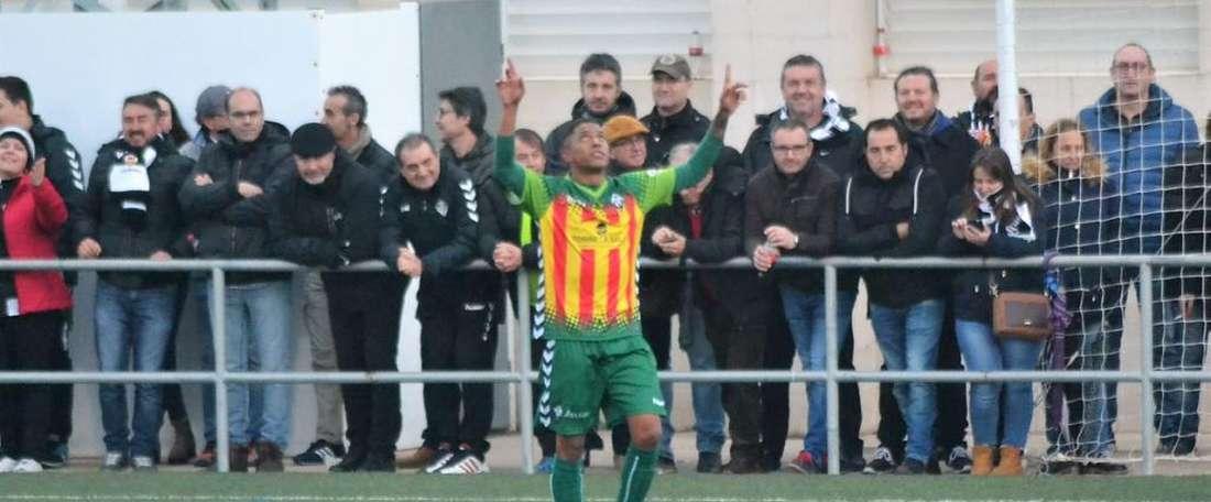 Will celebra uno de los goles del Castellón ante el Almazora. Twitter/CDCastellón