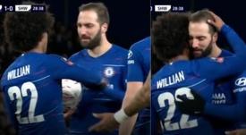 Bom gesto de Willian para Higuaín. Captura/FACup