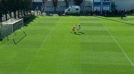 Le gardien du Real offre à Xavi Simons son premier but en Youth League. Captura/Movistar