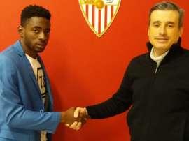 Yan Brice firma con el Almería. SevillaAtlético