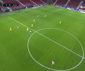 Ter Stegen gifted Atletico Madrid the opening goal. Screenshot/MovistarLaLiga