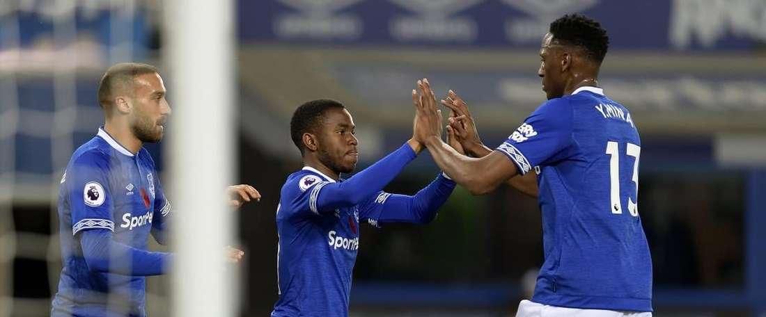 Yerry Mina se estrenó como titular. EvertonFC